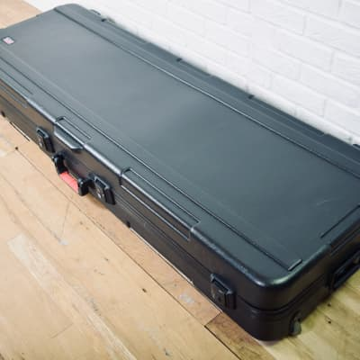 Gator 88 key hard keyboard case in excellent condition-piano flight case