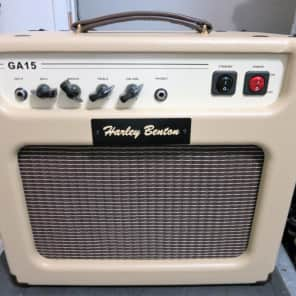 Harley Benton  GA-15 Guitar Amplifier Cream Tolex 10