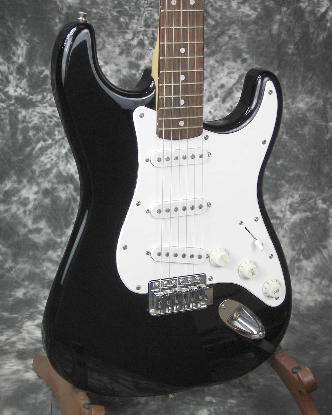 vg used fender starcaster stratocaster electric guitar reverb. Black Bedroom Furniture Sets. Home Design Ideas