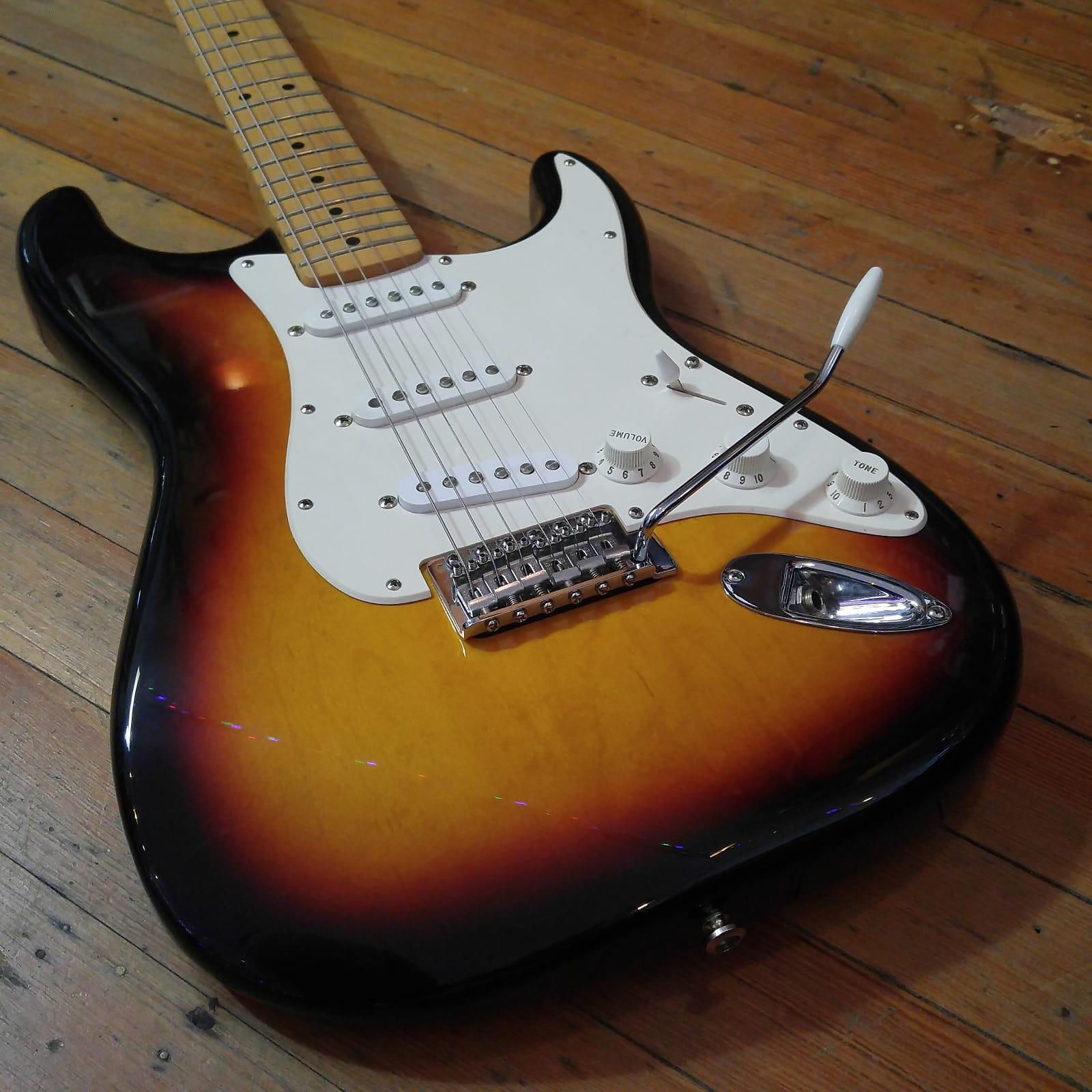 Fender Standard Stratocaster Maple Neck Sunburst 2008