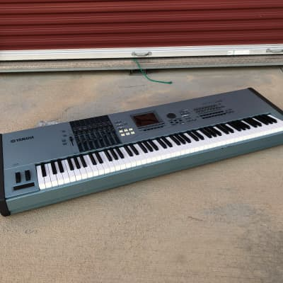 Yamaha MOTIF XF7 76-Key Music Workstation Special Edition
