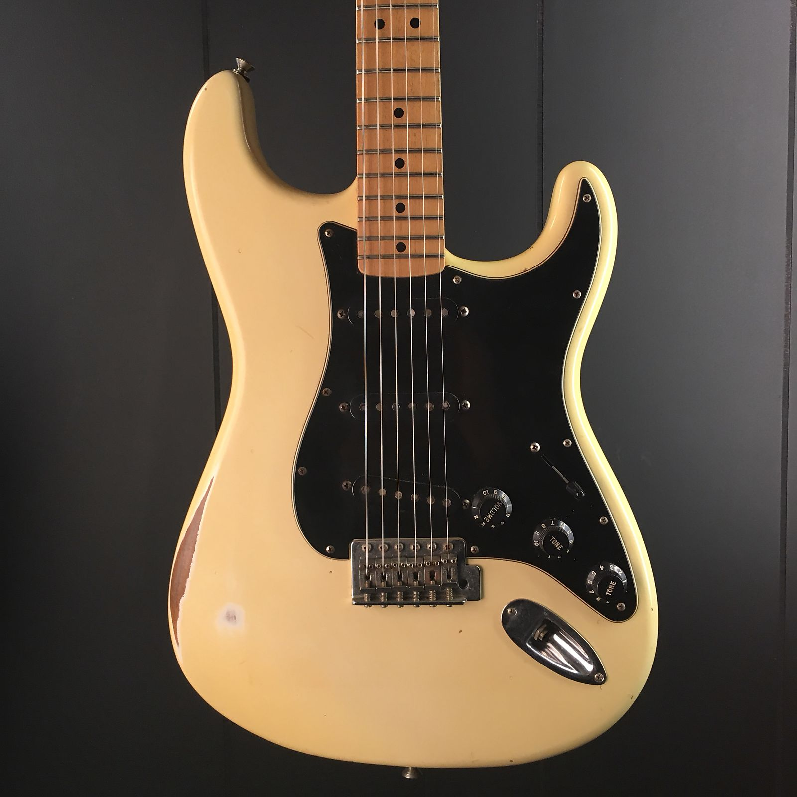 fender stratocaster used made in mexico free shipping. Black Bedroom Furniture Sets. Home Design Ideas