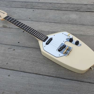 Fanner Guitar Works Wisp Electric Ukulele. Iced Coffee. Maple neck, Wenge fretboard. Gig Bag incl.