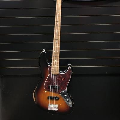 Fender Road Worn '60s Jazz Bass 3-Color Sunburst
