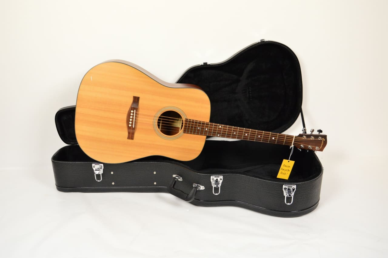 eastman he120 solid top acoustic guitar with hard shell. Black Bedroom Furniture Sets. Home Design Ideas