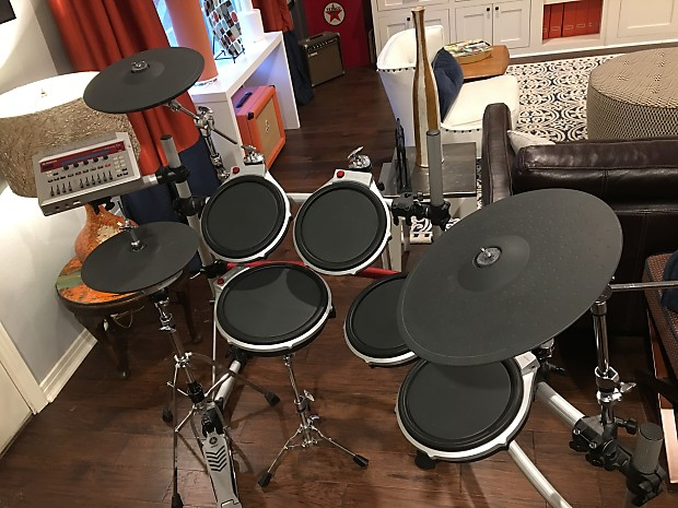 Yamaha DTX DTXtreme IIs Electronic drum kit with original module cables and  rack