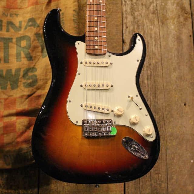 Fender Classic Series '60s Stratocaster [B Stock] [3 Tone Sunburst] image