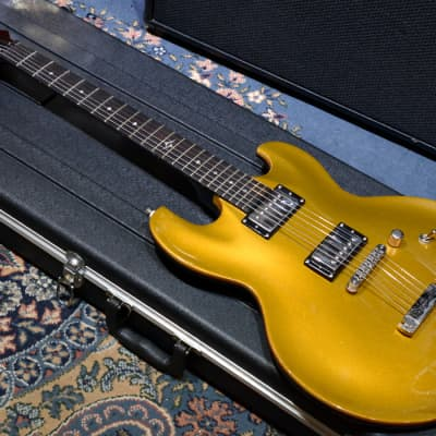 DBZ Imperial Solid-Body Double Cutaway Gold