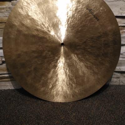 """Sabian Artisan Medium Ride Cymbal 22"""" (2934g) w/ Bag"""