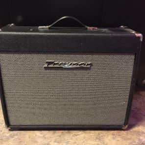 "Traynor YCV40 Custom Valve 40-Watt 1x12"" Guitar Combo"