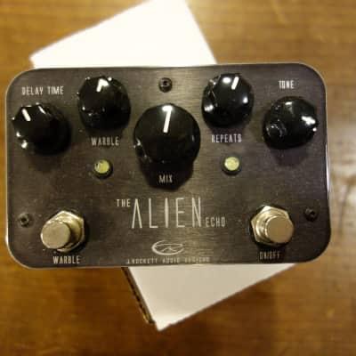 J. Rockett The Alien Echo (Black)