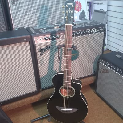 Yamaha APXT2 3/4 Size Acoustic/Electric Cutaway Guitar w/Gig Bag