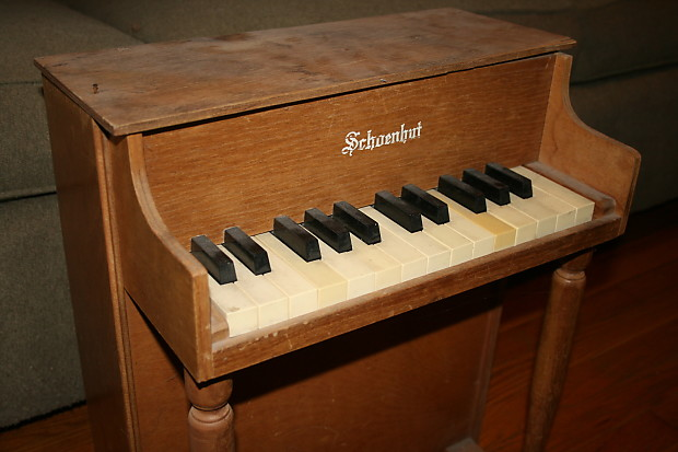 Schoenhut Vintage 25 Key Toy Piano