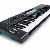 NovationLaunchkey 61 MK2 [Bstock MODEL] Keyboard Controller with 16Velocity-Sensitive Trigger Pads
