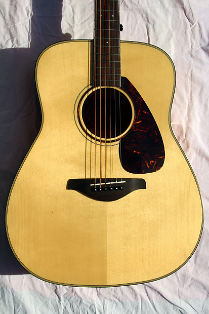 Yamaha fg750s solid sitka spruce top sycamore bottom for Yamaha solid top