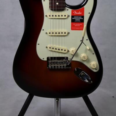 Fender American Professional Stratocaster, Rosewood Fingerboard, 3-Color Sunburst