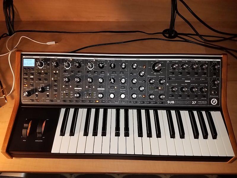 MINT MOOG SUBSEQUENT 37 KEY ANALOG SYNTHESIZER V 2 USB MIDI