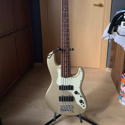 Fender Roscoe Beck Signature Bass V for sale