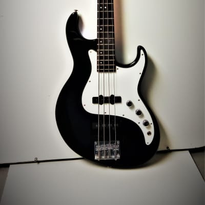 Samick Greg Bennett Design Fairlane FN 1 Four-String Electric Bass Guitar for sale