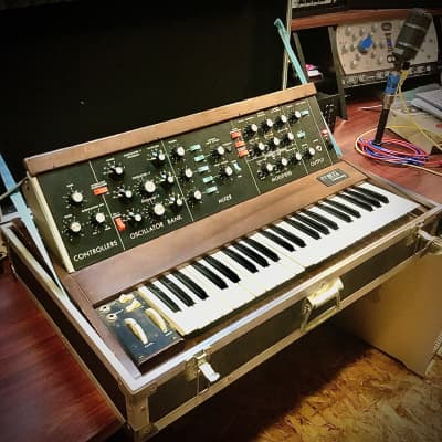 REAL -Moog Minimoog Model D original vintage analog synth synthesizer