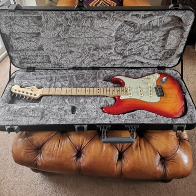Fender American Elite Stratocaster *2019* *Showroom Condition* *Acabado Tobacco Sunburst* *Plus Deluxe Case* for sale