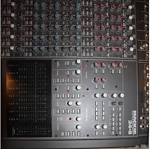 Mackie 24 Channel 8 Bus Analog Mixer + 220 Watt Power Supply