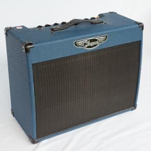 "Traynor YCV15BLUE Custom Valve 15-Watt 1x12"" Guitar Combo"