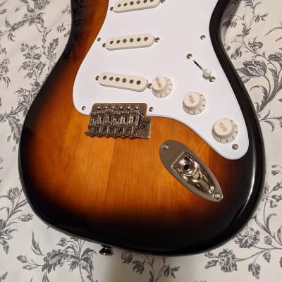 Squier Classic Vibe Stratocaster '50s Loaded Body, 2-Tone Sunburst