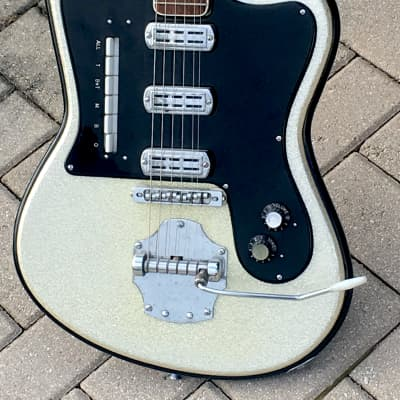 Crucianelli  Elite model 30-V  1962 Silver Sparkle for sale