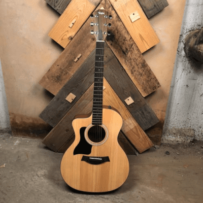 Taylor 114ce Sitka Spruce / Walnut Grand Auditorium Left-Handed with ES2 Electronics, Cutaway Natural