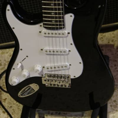 RockTile Simil Stratocaster Chitarra Elettrica MANCINA for sale