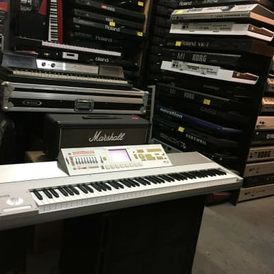 Korg M3 88 Weighted keys keyboard , Touch Screen LCD ,Clean //ARMENS//