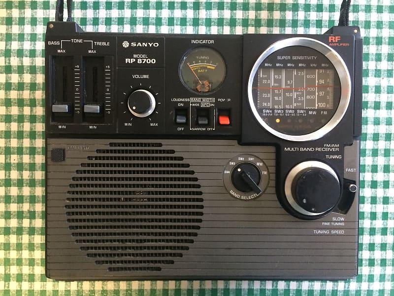 Vintage Sanyo RP 8700 FM/AM/SW/CB MultiBand Reciever Transistor Radio