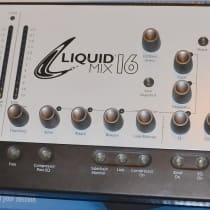 Focusrite Liquid Mix 16 2010 White image