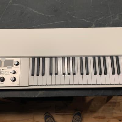 Mellotron M4000D Mini Digital Synthesizer