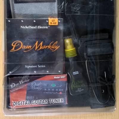 Dean Markley Electric Gift Bundle LT 9-42 With Black Keychain