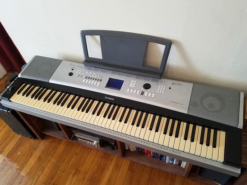 Yamaha DGX-520 88-key piano w\ stand | Gear Garage