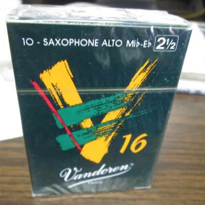 Vandoren SR7025 V16 Alto Saxophone Reeds - Strength 2.5 (Box of 10) 2010s Standard