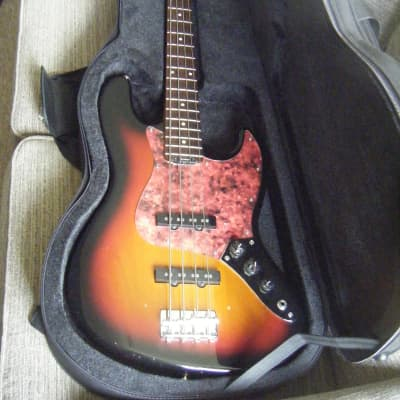 Blade Tetra B-1 Bass 2006 3 Tone Sunburst -Foam Case-Post possible-Offers considered for sale