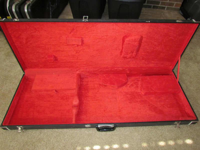 80 39 s kramer 400st v guitar case as is free shipping reverb. Black Bedroom Furniture Sets. Home Design Ideas