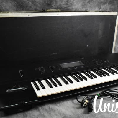 Korg 01/W FD Music Workstation Synthesizer in Very Good Condition W/ Hard case