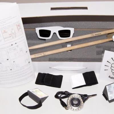 Aerodrums AERODRUMS Electronic Air Drumming Instrument w/Drum Sticks, Foam Triangles, lamp & leaflet