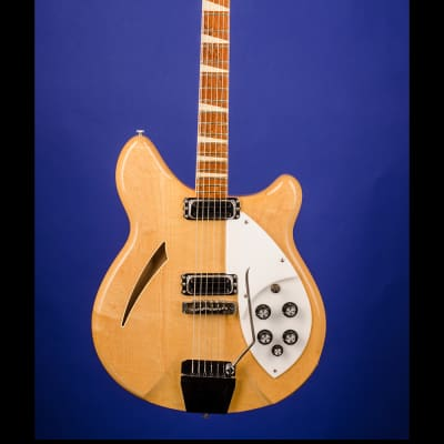 Rickenbacker 365 (two pickups with vibrato) 1966 Mapleglo
