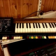 Roland SH-1000 Synthesizer (Vintage)