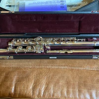 Yamaha YFL577HCT Professional Open-Hole Flute w/ Offset G Silver Flute