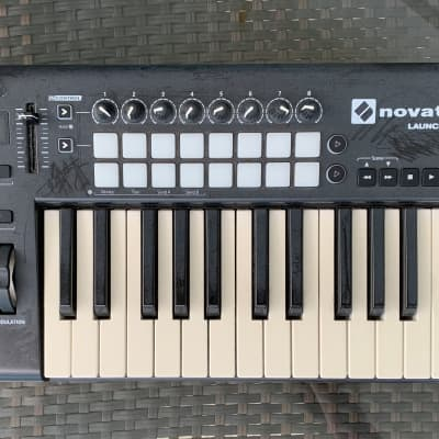 Novation LaunchKey 25 MkII Keyboard Controller