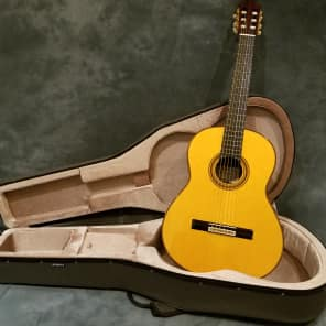 Yamaha GC32S Handcrafted Spruce Classical Guitar Gloss Natural