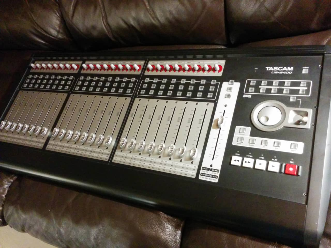Tascam Us 2400 Daw Control Surface 25 Motorized Faders
