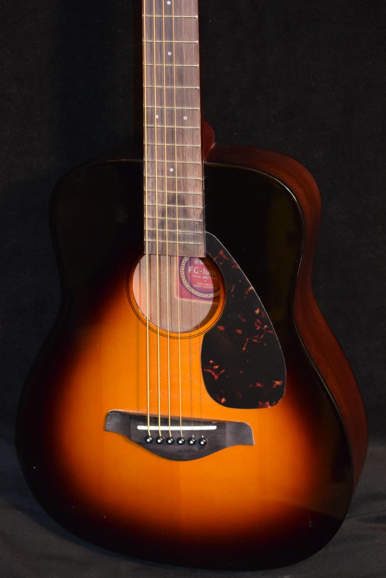 Yamaha jr2 tbs 3 4 scale folk guitar tobacco sunburst for Yamaha jr2 3 4