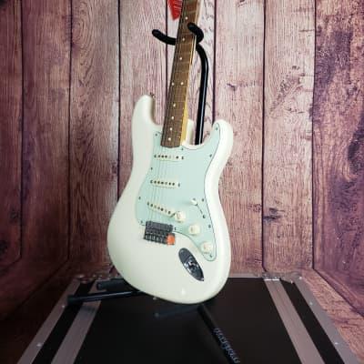 Fender Vintera Stratocaster 60's Mod in Olympic White w/Gig Bag